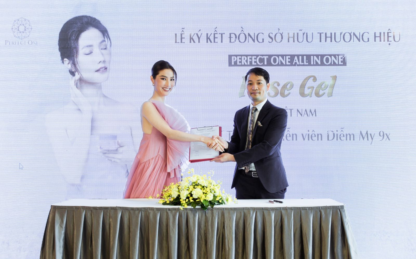 Diễm My 9X mở rộng hợp tác kinh doanh, đồng sở hữu thương hiệu PERFECT ONE Rose Gel của Nhật Bản tại Việt Nam